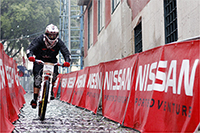 Cédric Gracia inaugure sont Santa Cruz V10 carbone avec une sixième place à Lisbonne