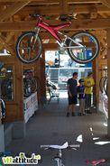 Oui les enfants, un jour, votre père a fantasmé sur ce vélo en regardant Pacific Blue