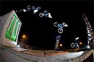 Sam Pilgrim, ici en backflip s'impose sur ce premier contest de l'année, comme en 2010 // photo : Ale Di Lullo