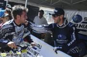 Aurélien Giordanenge, devenu champion de France de VTT 4X 2009 deux jours plus t�t félicite Fabien Barel pour sa victoire en descente.
