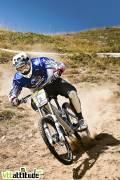 Fabien Barel, qui inaugurait la version finale de son Mondraker Summit, remporte la manche de Val d'Isère. Le sudiste du team Subaru Mondraker achève s apréparation pour les mondiaux de la plus belle façon. Coupe de France de VTT de descente 2009, 4ème manche à Val d'Isère.