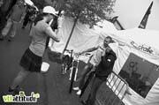 Rachel Atherton ramène des photos souvenirs du paddock, ici, Duncan Riffle et Jill Kintner sur le stand Draille Bike.