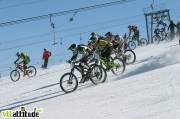Départ à bloc sur un glacier bien garni et une neige bien dure. Au premier plan Mick Hannah, qui termine 10ème de la Mountain of Hell 2009.