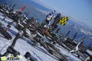 Les bikes en place sur la ligne de départ et Mick Hannah, qui finira 10ème de la Mountain of Hell 2009.