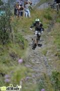 La descente finale par le sentier piéton de Venosc, après la traversée du village des 2 Alpes.