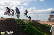 Le Roc d'Azur accueille aussi la Coupe du Monde de BMX UCI. La course est remportée par la française Laetitia Le Corguillé et l'australien Sam Willoughby. Quand on dit qu'on voit de tout au Roc !