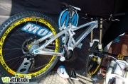 Le nouveau Mondraker Summum, un bike de DH à point de pivot virtuel et amortisseur flottant développé par Fabien Barel.