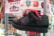 Les pro-modèle Five Ten Greg Minaar, des chaussures de DH compatible SPD et disponibles en deux coloris.