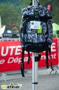Vertical 8, partenaire de l'évènement, fournissait à tous les participants un sac sacrément bien pensé et fini aux couleurs de la Pass'Portes. Ici le modèle standard.