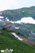 Le petit truc sous la grosse passerelle, c'était LE drop de l'an dernier et ses 8m que Berrecloth a sauté en 360� ... Pour le Chatel Mountain Style 2010, on passe à 11m. De loin ça calme et d'en haut, ça fait très peur.