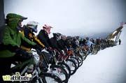 70 riders bien alignés pour le départ de la Razorsnowbike 2010.