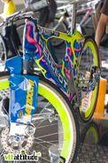 Le vélo du record du monde de vitesse de Christian Tailleferétait exposé sur le stand Peugeot. Oldschool mais une sacré machine. Vous le sentez comment vous les 170km/h la dessus ?